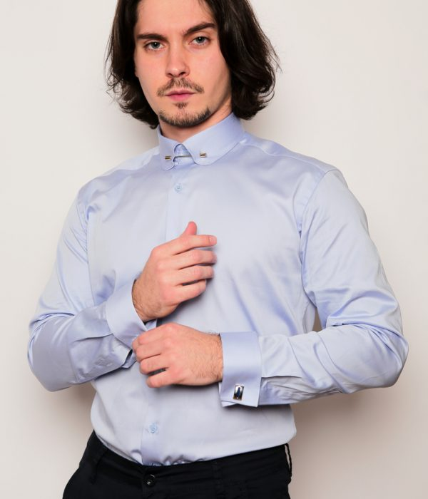 Chemise bleue avec pince