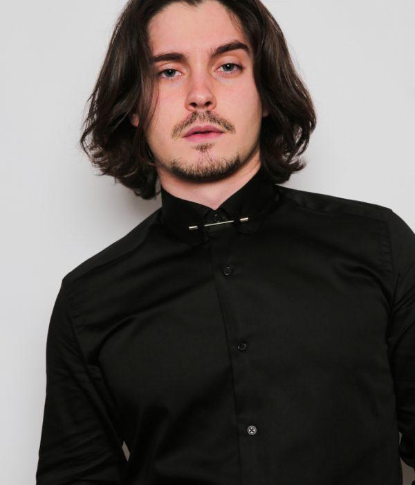 Chemise noire avec pince